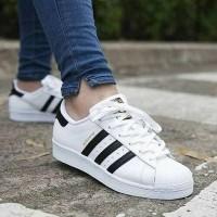 Daftar harga Sepatu Adidas Superstar Putih List Hitam Murah Bulan ... 770a71028b