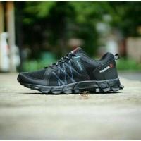 Daftar harga Sepatu Outdoor Bekas Reebok Original Bulan Maret 2019 3db250f14b