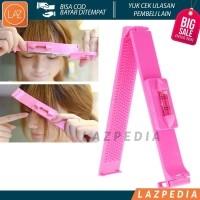 Laz COD - Alat Pemotong Poni Trim Tool   Alat Gunting Poni   Untuk  Meratakan Rambut   Poni Yang Hendak di Potong Design Unik   Lucu   Pink -  Lazpedia A53 7f6b2fae18