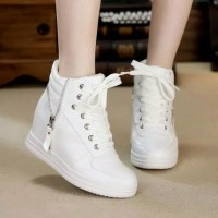 Daftar harga Sepatu Boots Wanita Fashion Resleting Putih Bulan ... 275e14acfd