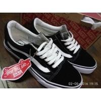 Daftar harga Sepatu Vans Old School Classic Grade Ori Red Bulan ... ebaf0bacc5